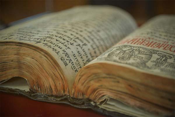 Învăţământul, Manuscrisele religioase şi rolul lor cultural